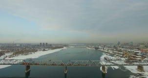 NOVOSIBIRSK, ΡΩΣΙΑ - 22 Νοεμβρίου 2016: Γέφυρα μέσω του ποταμού Ob απόθεμα βίντεο