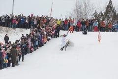 Novosibirsk, Rússia - 7 de dezembro, adultos e crianças que esperam t Foto de Stock Royalty Free