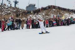 Novosibirsk, Rússia - 7 de dezembro, adultos e crianças que esperam t Fotos de Stock Royalty Free