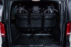 Novosibirsk, Rússia - 4 de dezembro de 2018: V-classe de Mercedes-Benz fotos de stock