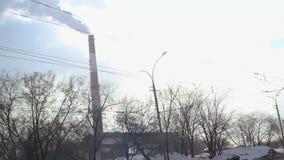 Novosibirsk, Rússia Marth 28, 2015, vista aérea na energia da cidade e fábrica morna do poder que trabalha no combustível de gás  video estoque