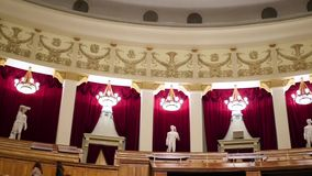 NOVOSIBIRSK ROSJA, Grudzień, - 27, 2016: Wnętrze theatre opera zdjęcie wideo