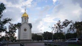 NOVOSIBIRSK, RUSIA - capilla de San Nicolás Timelapse metrajes