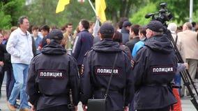 Novosibirsk, Rusia - 12 de junio de 2017: El equipo de policía en una demostración, policía guarda orden en una reunión