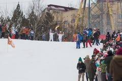 Novosibirsk, Rusland - December 7: Overgaand het toortsrelais, in Novosibirsk stock foto