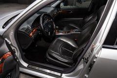Novosibirsk, Russia - 30 gennaio 2019: Mercedes-Benz E-500 classe e immagini stock
