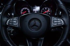 Novosibirsk Ryssland - December 04, 2018: Mercedes-Benz v-grupp royaltyfri foto