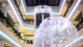 novosibirsk Ryssland 11 DECEMBER 2014 shopping lager videofilmer