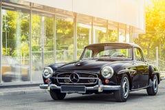 Novosibirsk Ryssland - Juni 16, 2017: Mercedes-Benz 190 sl Arkivbilder