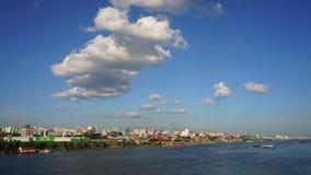 Novosibirsk, Siberia, Rusia - vista del río Obi almacen de metraje de vídeo