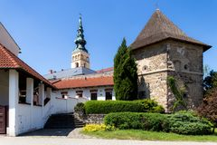 novy的jicin 老塔楼和教会 库存照片
