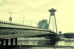Novy mest bro över Danubet River i Bratislava, Slovakien Arkivfoto