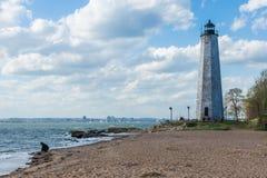 Nowa Anglia latarnia morska w latarnia morska punktu parku w Nowym przystań przeciwie Zdjęcie Stock