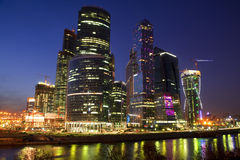 Nowa budowa w Moskwa przy nocą Zdjęcie Royalty Free