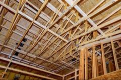 Nowa domowa w budowie instalacja wodnokanalizacyjna wśrodku domowej ramy i wnętrze fotografia stock