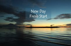 Nowa dzień wycena z rozmytym błękita krajobrazu tłem obrazy stock