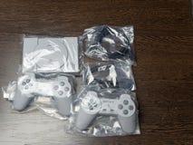 Nowa gemowa konsola Sony PlayStation z joystickami 07 04 2019 zdjęcia stock