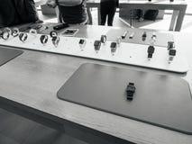 Nowa Jabłczana zegarek serii 3 prezentacja i patki Fotografia Royalty Free