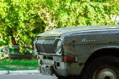 NOWA KAKHOVKA UKRAINA, MAJ, - 22, 2018: Stary samochodowy Volga Wznawiający rocznika samochód Spadek Radziecka era Zdjęcie Royalty Free