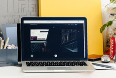 Nowa MacBook Pro siatkówka z dotyka barem i tocuh id integracją Obrazy Stock
