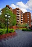 Nowa nowożytna lokalowa nieruchomość w Łódzkim - Typowy budynek mieszkalny Zdjęcia Royalty Free