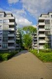 Nowa nowożytna lokalowa nieruchomość w Łódzkim - Typowy budynek mieszkalny Zdjęcia Stock