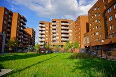Nowa nowożytna lokalowa nieruchomość w Łódzkim - Typowy budynek mieszkalny Obrazy Stock