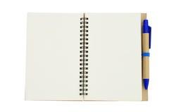 Nowa pusta nutowa książka z błękitnym piórem Fotografia Royalty Free