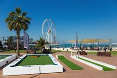 Nowa społeczeństwo plaża - Jumeirah Plażowa siedziba JBR z 2 km pro Obrazy Stock
