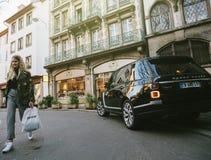 Nowa SUV Range Rover Land Rover moda luksusowy SUV w mieście Obraz Royalty Free