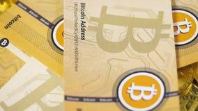 Nowa waluty Bitcoins gotówka Spada puszek jeden jeden zbiory