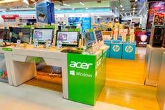Nowa wersja Acer laptop w Acer komputerowy budka przy Bangkok domem towarowym Tajlandia Kwiecień 14, 2018 obraz stock