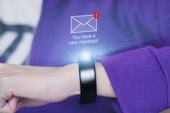 Nowa wiadomości ikona na mądrze wristband Obrazy Stock
