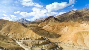 Nowa wijąca droga w himalaje górach Zdjęcia Royalty Free