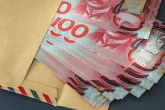 Nowa Zelandia dolary z kopertą fotografia royalty free