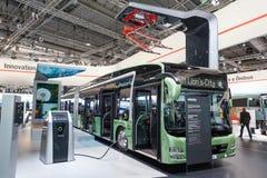 Nowego mężczyzna elektryczny autobus Fotografia Stock