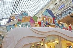 Nowego Roku Bożenarodzeniowy wystrój w GUMOWYM wydziałowym sklepie moscow fotografia royalty free