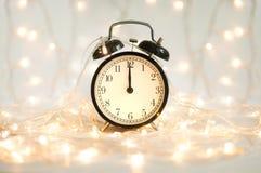Nowego Roku budzik pokazuje midnight czas obrazy royalty free