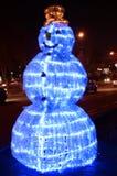 Nowego roku czarodziejskiego światła ogromny bałwan na środkowej ulicie w Shymkent mieście Obraz Stock