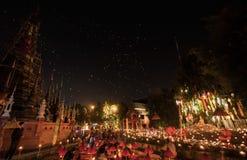 Nowego roku festiwal, mnich buddyjski pożarnicze świeczki Obrazy Royalty Free