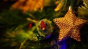 Nowego roku jedlinowy drzewo z paleń światłami zdjęcie wideo