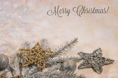nowego roku karty Nowego roku ` s projekt SilveNew roku karta Nowego roku ` s projekt Srebro, złociste piłki i gwiazdy, r i złoci obraz royalty free