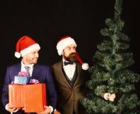 Nowego Roku korporacyjny partyjny pojęcie Biznesmeni instalują choinki fotografia royalty free