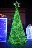 Nowego roku lekkiego śniegu ogromny czarodziejski drzewo na środkowej ulicie w Shymkent mieście Obrazy Royalty Free