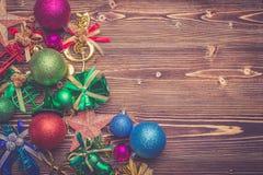 Nowego roku lub bożych narodzeń dekoracja dla wakacyjnego pojęcia na brown wo Fotografia Stock