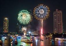 Nowego roku odliczanie świętowania fajerwerki w Bangkok Zdjęcie Stock