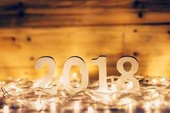 Nowego Roku pojęcie dla 2018: Drewno liczy 2018 na drewnianym stołowym wierzchołku Zdjęcia Royalty Free