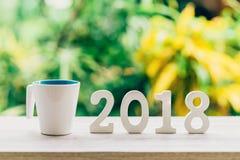 Nowego Roku pojęcie dla 2018: Drewno liczy 2018 na drewnianym stołowym wierzchołku Obrazy Stock