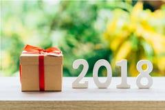Nowego Roku pojęcie dla 2018: Drewno liczy 2018 na drewnianym stołowym wierzchołku Zdjęcia Stock