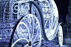 Nowego Roku ` s fracht dekorował z elektrycznymi girlandami biały kolor Obrazy Stock
